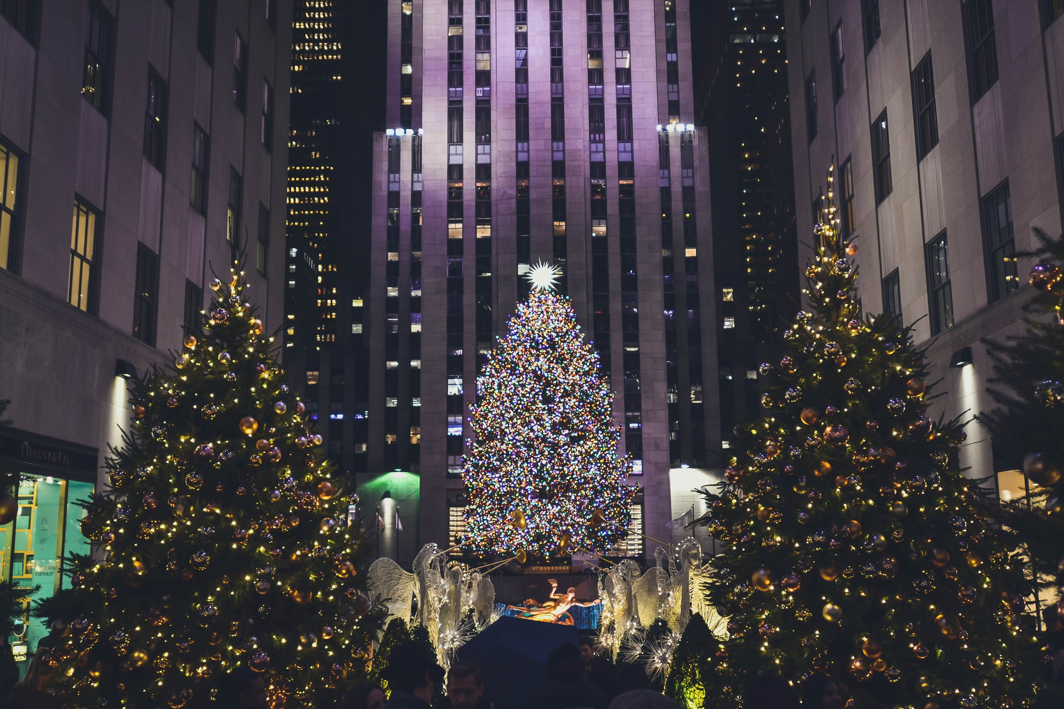 Rockefeller Christmas Tree 2019.Airbnb Purchases Suites In New York S Rockefeller Center